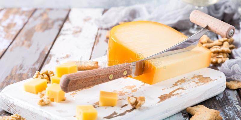 Εύγευστο τυρί γκούντα στοκ φωτογραφία