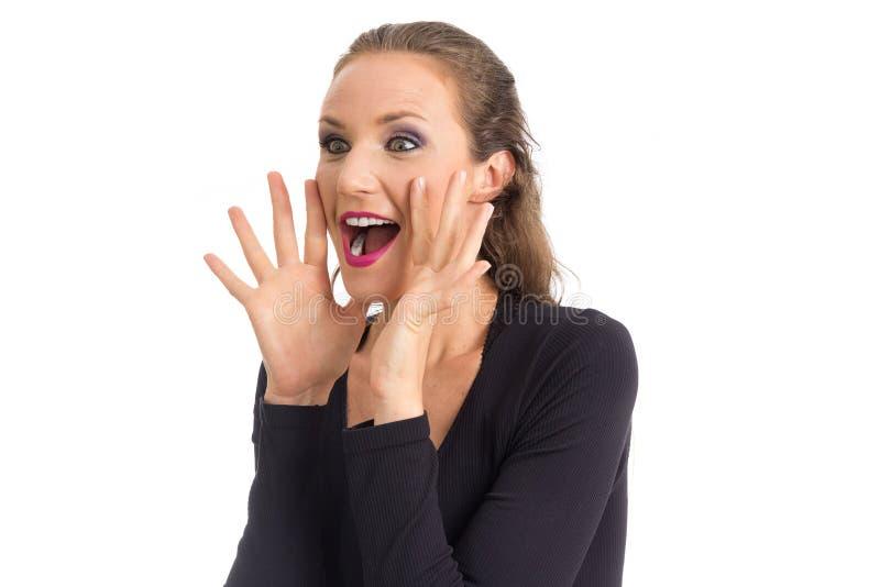 Εύθυμες κραυγές γυναικών Έχει τα πράσινα μάτια Απομονωμένος στο άσπρο BA στοκ εικόνα με δικαίωμα ελεύθερης χρήσης
