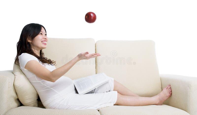 εύθυμη έγκυος γυναίκα στοκ εικόνες