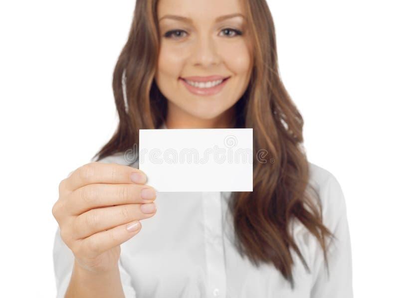 Εύθυμη γυναίκα με τη επαγγελματική κάρτα στοκ εικόνα με δικαίωμα ελεύθερης χρήσης
