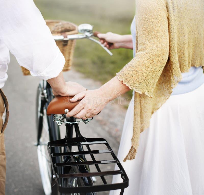 Εύθυμη καυκάσια έννοια Romatic συζύγων συζύγων ζεύγους στοκ φωτογραφία με δικαίωμα ελεύθερης χρήσης