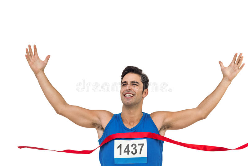 Εύθυμος αθλητής νικητών που διασχίζει τη γραμμή τερματισμού στοκ φωτογραφίες με δικαίωμα ελεύθερης χρήσης
