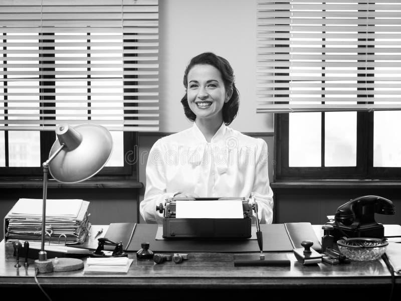 Εύθυμος εκλεκτής ποιότητας γραμματέας στοκ φωτογραφία με δικαίωμα ελεύθερης χρήσης
