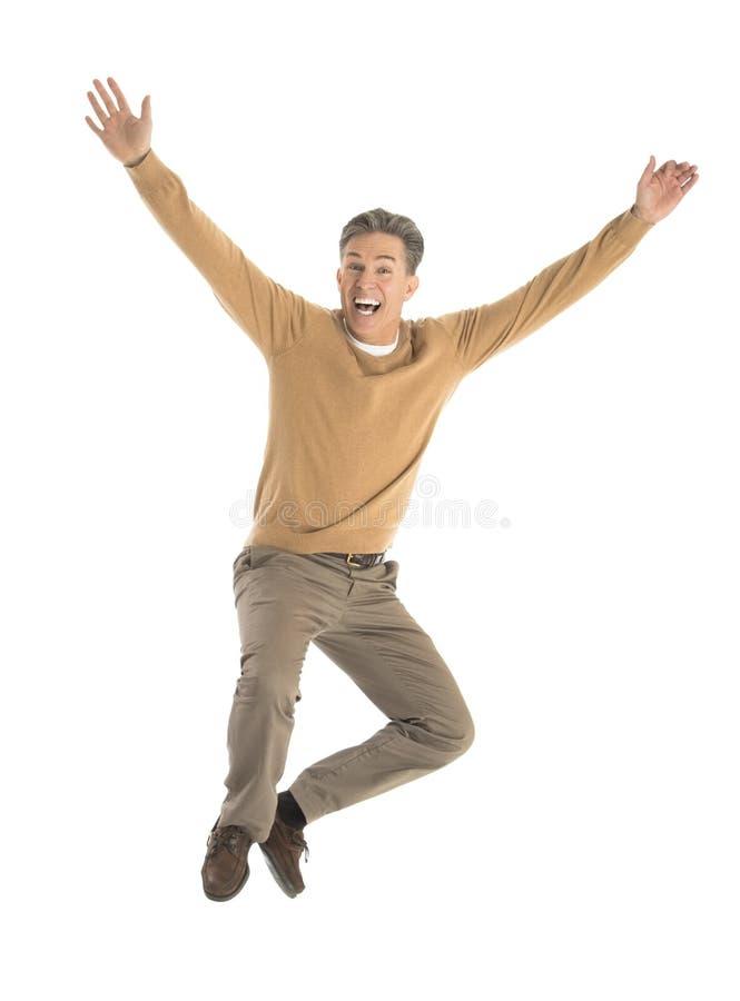 Εύθυμο άτομο που πηδά πέρα από το άσπρο υπόβαθρο στοκ εικόνες με δικαίωμα ελεύθερης χρήσης