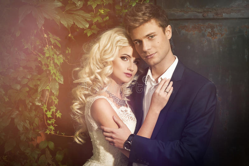Εύθυμο παντρεμένο ζευγάρι στοκ εικόνες με δικαίωμα ελεύθερης χρήσης