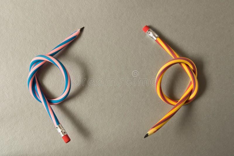 εύκαμπτα μολύβια Απομονωμένος στην γκρίζα ανασκόπηση στοκ εικόνα με δικαίωμα ελεύθερης χρήσης