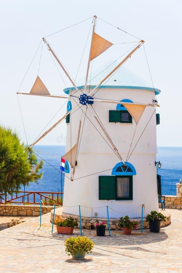Ελλάδα - τοπίο με τον ανεμόμυλο στοκ φωτογραφία με δικαίωμα ελεύθερης χρήσης