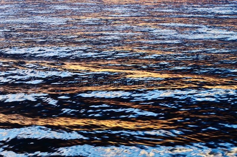 Ελαφριά αντανάκλαση ήλιων στο νερό στοκ εικόνες