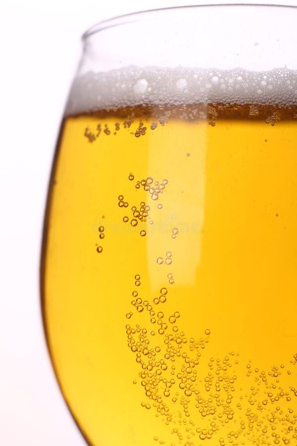 Ελαφριά κινηματογράφηση σε πρώτο πλάνο μπύρας στοκ εικόνες