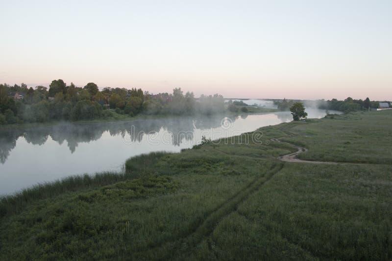 Ελαφριά ομίχλη πρωινού στοκ εικόνα