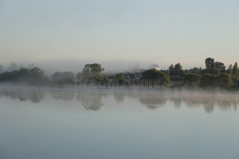 Ελαφριά ομίχλη πρωινού στοκ φωτογραφία με δικαίωμα ελεύθερης χρήσης