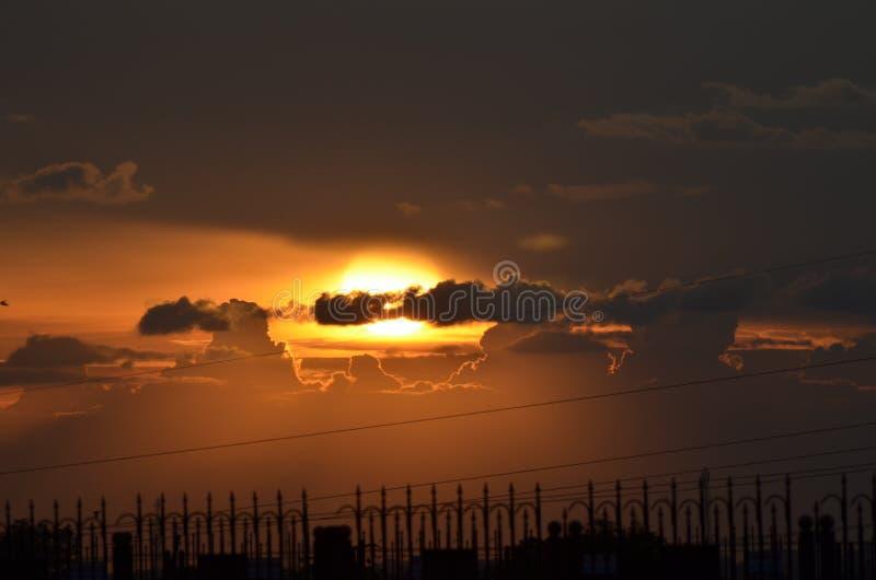 Ελαφριές ακτίνες από τα σύννεφα στοκ φωτογραφίες με δικαίωμα ελεύθερης χρήσης