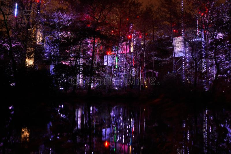 Ελαφρύς-δομή τη νύχτα στοκ φωτογραφία