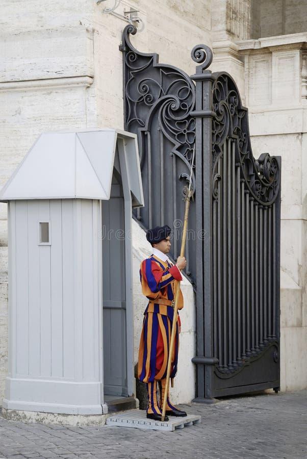 Ελβετικός φύλακας στη πόλη του Βατικανού στοκ εικόνες