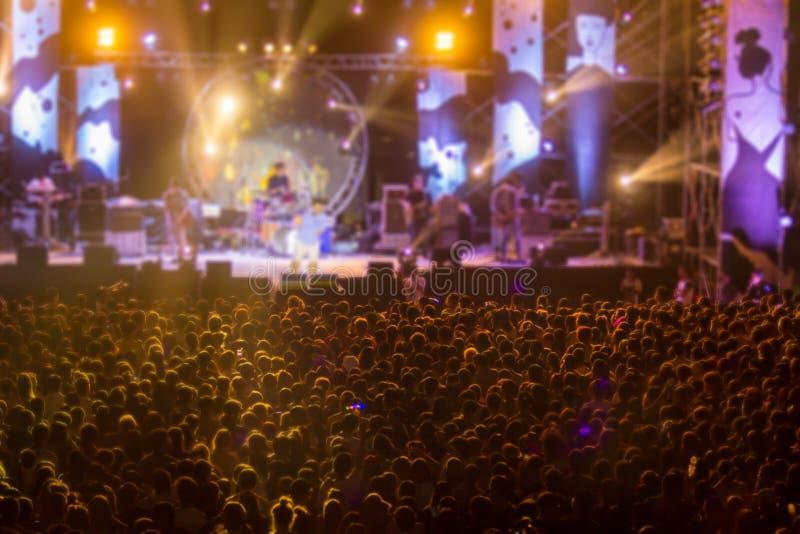 Ελεύθερη νύχτας ζωντανή θαμπάδα κινήσεων συναυλίας μικρή στοκ φωτογραφίες