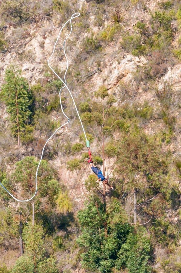 Ελεύθερη πτώση αλτών Bungee στη γέφυρα Bloukrans στοκ εικόνα με δικαίωμα ελεύθερης χρήσης