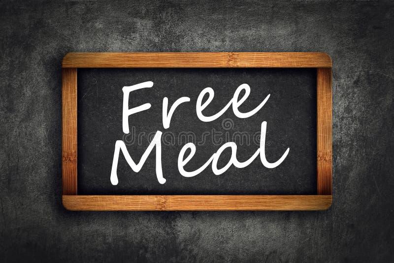 Ελεύθερος τίτλος γεύματος στον πίνακα κιμωλίας πλακών εστιατορίων στοκ φωτογραφία με δικαίωμα ελεύθερης χρήσης