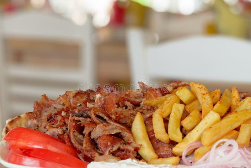 Ελληνικά γυροσκόπια, souvlaki, κρέας στοκ εικόνες