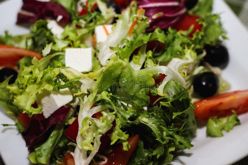 Ελληνικά πράσινα τυριών ντοματών σαλάτας στοκ φωτογραφία με δικαίωμα ελεύθερης χρήσης