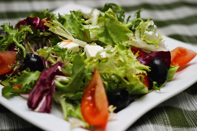 Ελληνικά πράσινα τυριών ντοματών σαλάτας στοκ φωτογραφίες