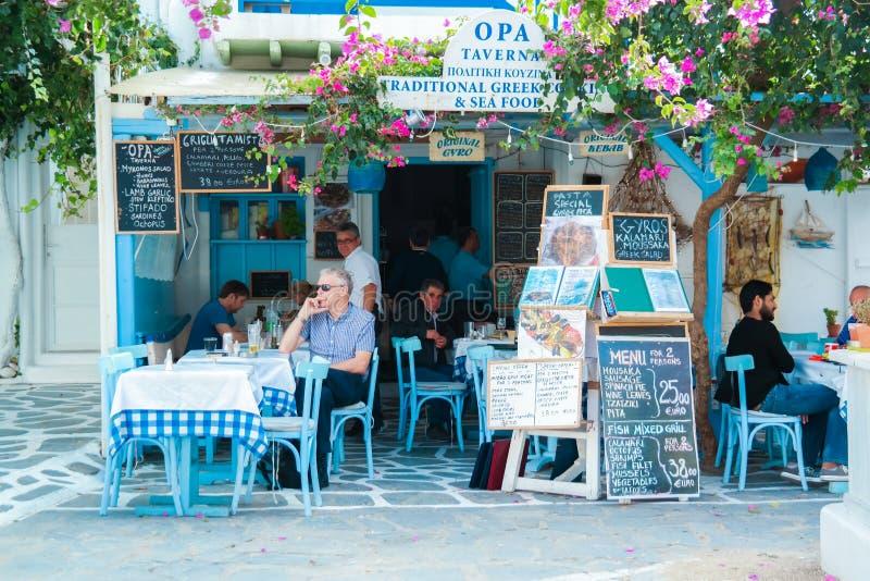 Ελληνική νωπογραφία Al ταβερνών στη Μύκονο στοκ εικόνα