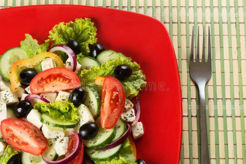 Ελληνική σαλάτα με τα φρέσκα λαχανικά, τυρί φέτας και στοκ φωτογραφίες