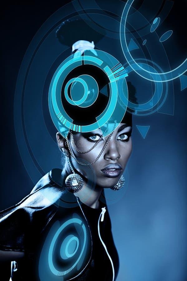 Ελκυστική αφρικανική γυναίκα με το λαμπρό ολόγραμμα στοκ εικόνα