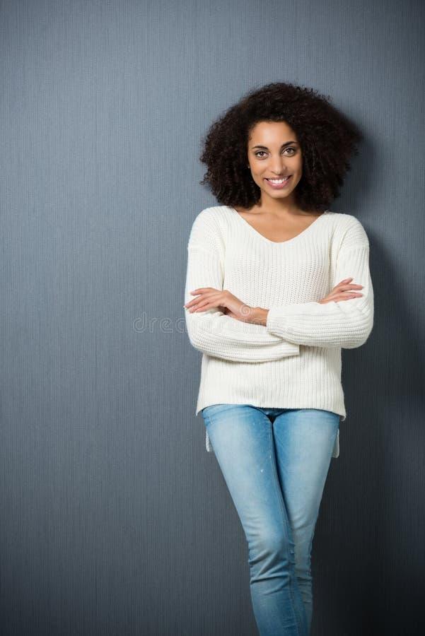 Ελκυστική βέβαια γυναίκα αφροαμερικάνων στοκ εικόνα