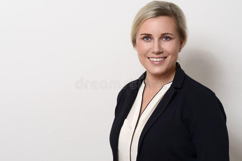 Ελκυστική επιχειρηματίας με τα ξανθά μαλλιά στοκ φωτογραφίες με δικαίωμα ελεύθερης χρήσης