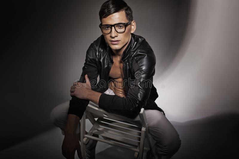 Ελκυστικός νεαρός άνδρας   στοκ φωτογραφία με δικαίωμα ελεύθερης χρήσης