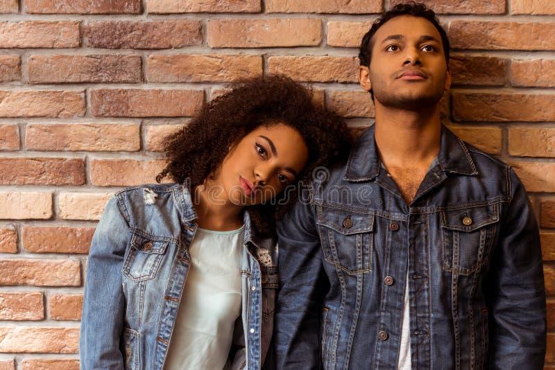 Ελκυστικό αφροαμερικανός ζεύγος στοκ φωτογραφία με δικαίωμα ελεύθερης χρήσης