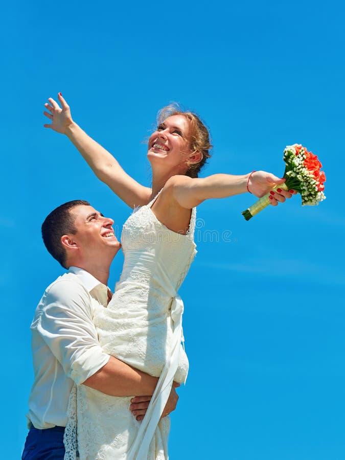 Ελκυστικό γέλιο παντρεμένων ζευγαριών στοκ εικόνα με δικαίωμα ελεύθερης χρήσης