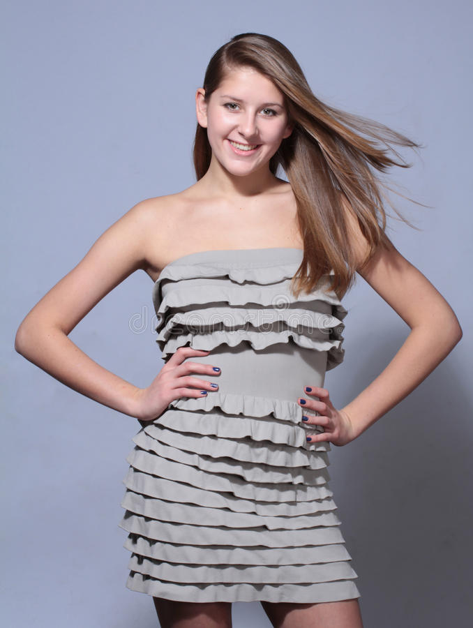 Ελκυστικό νέο κορίτσι πορτρέτου βλαστών στούντιο στοκ εικόνες με δικαίωμα ελεύθερης χρήσης