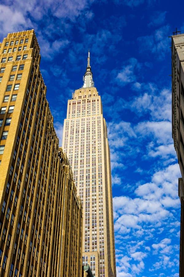 Εmpire State Building μια ηλιόλουστη ημέρα στοκ φωτογραφία με δικαίωμα ελεύθερης χρήσης