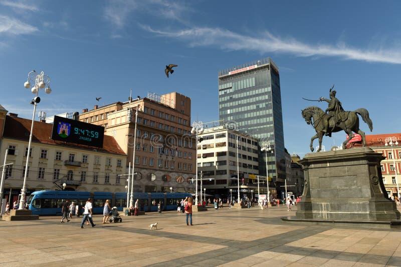 Ζάγκρεμπ, Κροατία - τον Αύγουστο του 2017: Πλατεία Jelacic απαγόρευσης στο Ζάγκρεμπ, Cro στοκ εικόνες