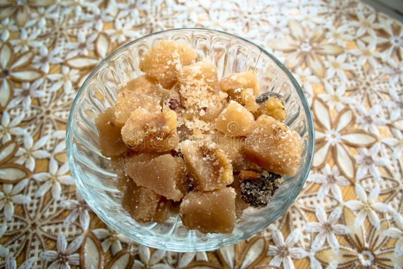 Ζάχαρη με το γάλα και τα καρύδια στοκ φωτογραφίες με δικαίωμα ελεύθερης χρήσης
