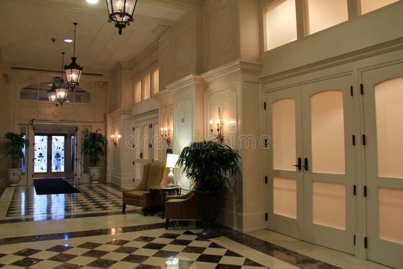 Ζάλη του εσωτερικού πυροβολισμού στο φουαγιέ, ξενοδοχείο Astor, Νέα Ορλεάνη, 2016 στοκ φωτογραφίες