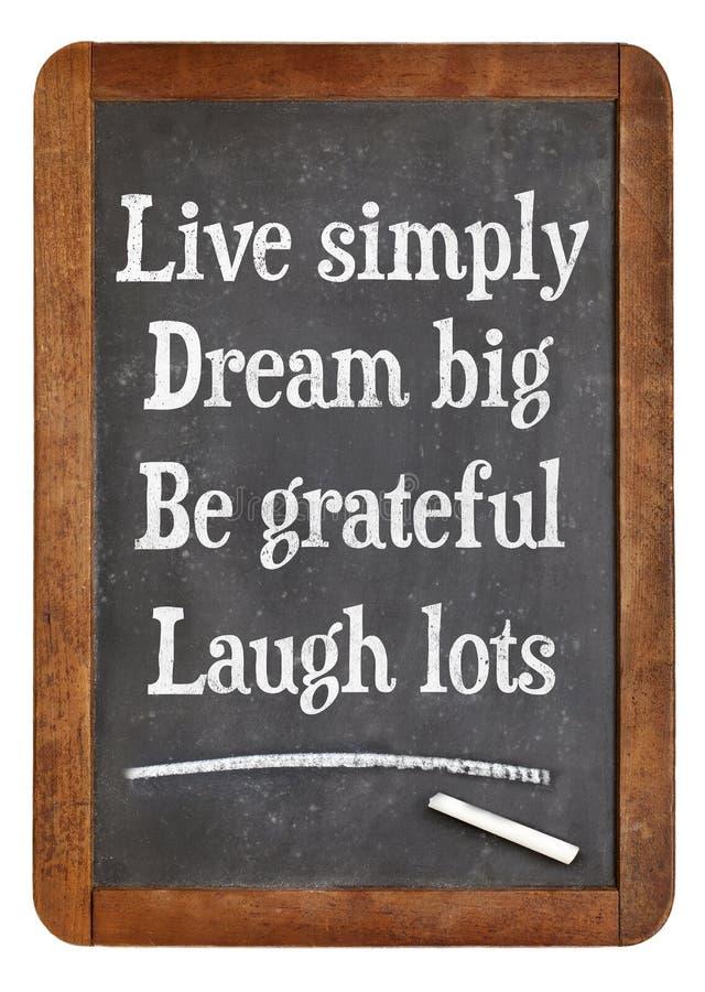 Ζήστε απλά, ονειρευτείτε μεγάλο, να είστε ευγνώμων, μέρη γέλιου στοκ φωτογραφίες