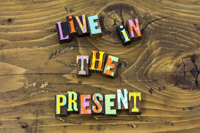 Ζήστε παρόν στιγμής ζωής μετά από τη μελλοντική τυπωμένη ύλη τυπογραφίας ονείρου απεικόνιση αποθεμάτων