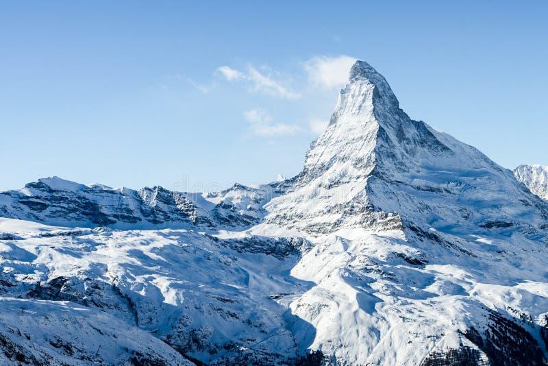 Ζαλίζοντας άποψη του τοπίου βουνών χειμερινού Matterhorn στην ηλιόλουστη φωτεινή ημέρα στοκ εικόνα με δικαίωμα ελεύθερης χρήσης