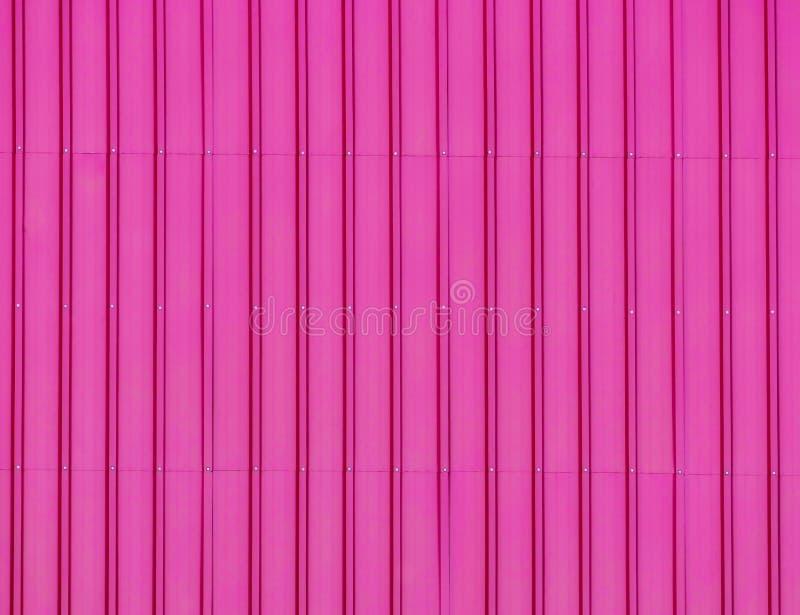 Ζαρωμένο φύλλο στο ανοξείδωτο στο ροζ με τις βουρτσισμένες συστάσεις ελεύθερη απεικόνιση δικαιώματος