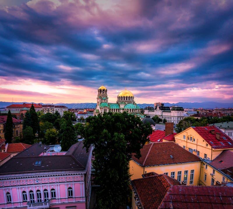 Ζαλίζοντας άποψη πέρα από τον καθεδρικό ναό του Αλεξάνδρου Nevsky στη Sofia Βουλγαρία στοκ φωτογραφία με δικαίωμα ελεύθερης χρήσης