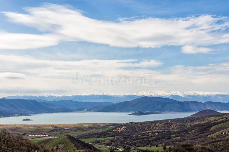 Ζαλίζοντας άποψη στις λίμνες Prespes και το περιβάλλον τοπίο, Φλώρινα, Ελλάδα στοκ φωτογραφία