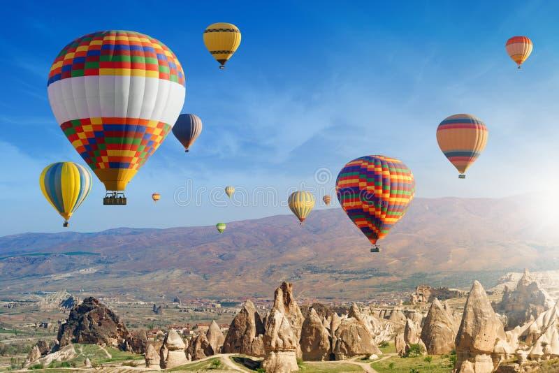 Ζεστού αέρα σε Cappadocia, Τουρκία στοκ εικόνες