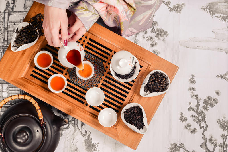 Ζευγάρι εξαρτημάτων τελετής τσαγιού παραδοσιακού κινέζικου στοκ φωτογραφία με δικαίωμα ελεύθερης χρήσης