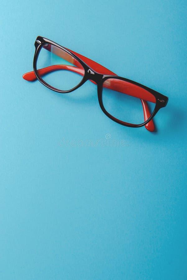ζευγάρι κόκκινα πλαστικός-eyeglasses στοκ φωτογραφίες