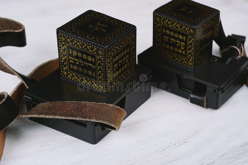 Ζευγάρι του tefilim με τα μαύρα λουριά στοκ φωτογραφίες