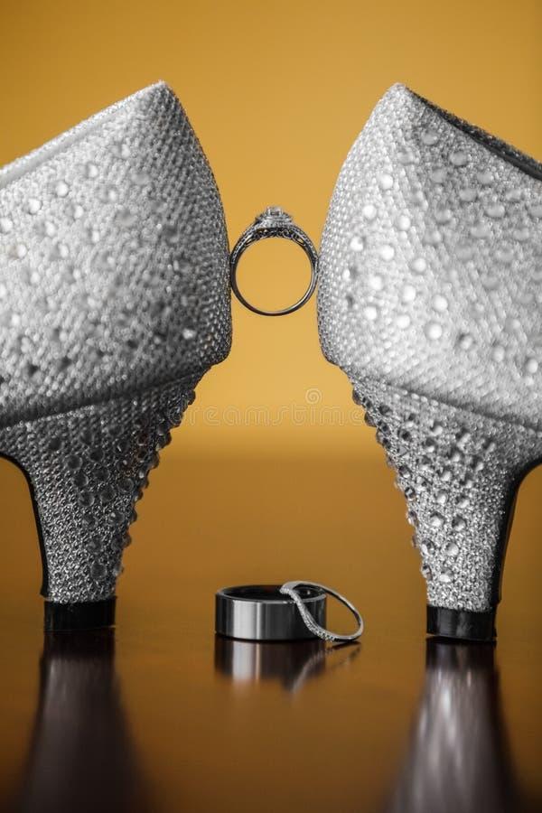 Ζευγάρι των γαμήλιων παπουτσιών στοκ φωτογραφία