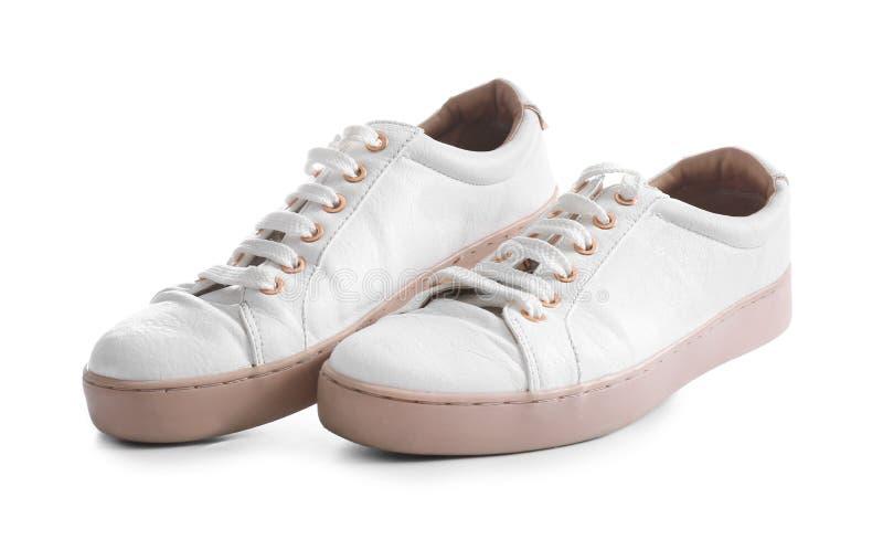 Ζευγάρι των καθιερωνόντων τη μόδα πάνινων παπουτσιών στο άσπρο υπόβαθρο στοκ φωτογραφία με δικαίωμα ελεύθερης χρήσης