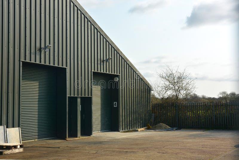 Ζευγάρι των νέων μικρών βιομηχανικών μονάδων εργαστηρίων στοκ φωτογραφία με δικαίωμα ελεύθερης χρήσης